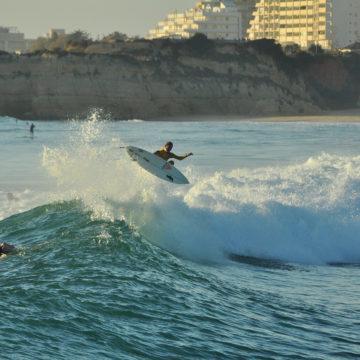 Surfen in der Algarve – das ganze Jahr